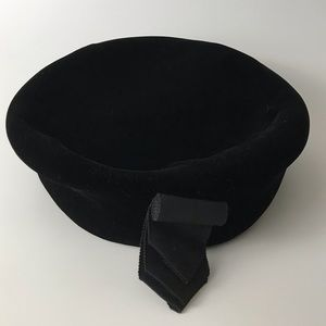 Vintage 1950s 1960s Mod Velvet Hat Bow Pillbox VTG